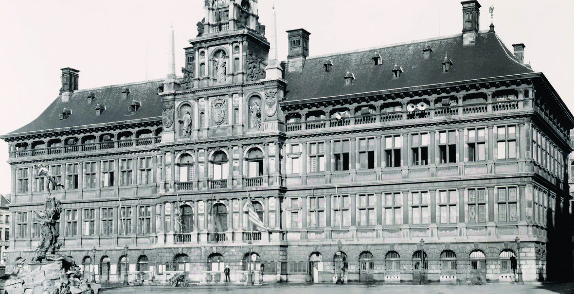 Antwerp's city council during the occupation